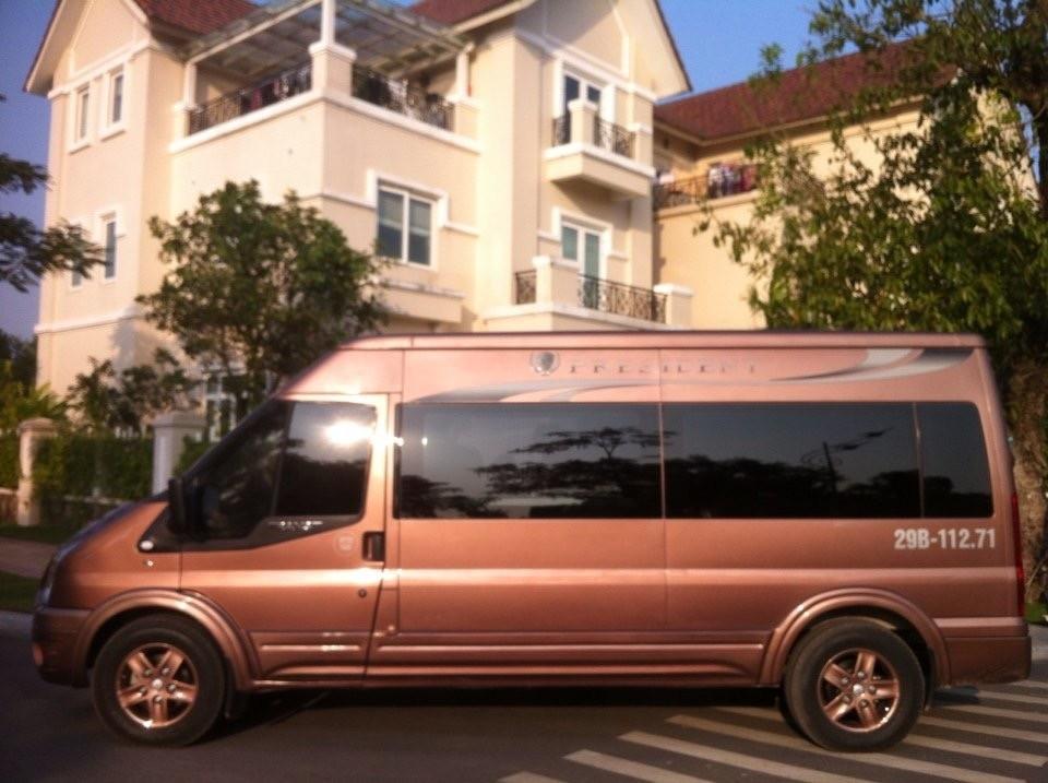 Thuê xe limousine dcar đi sân Golf Vân Trì